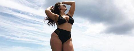 Модель plus-size Эшли Грэм в бикини отдыхает на Ямайке
