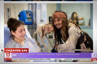 Джонні Депп завітав до канадської дитячої клініки в образі Джека Горобця