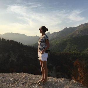 В полосатой футболке и коротких шортах: Катя Осадчая показала новые кадры с отдыха