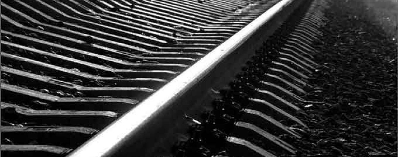 В России пассажирский автобус заглох на железнодорожных путях: в него врезался поезд, есть погибшие