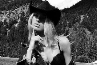 Сексуальная Роми Стридж показала пикантные кадры из фотосета для бельевого бренда