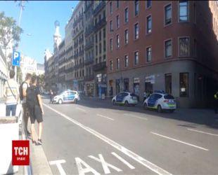 В Барселоне фургон въехал в толпу: есть раненые и погибшие