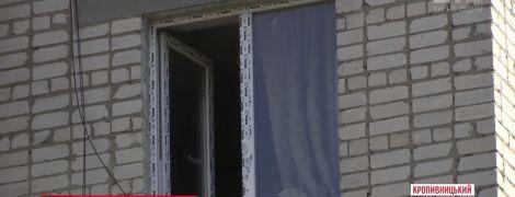 В Кропивницком годовалый ребенок выпал с шестого этажа и выжил