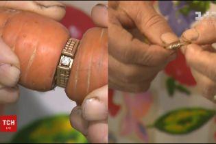Морквина допомогла 80-річній бабусі знайти коштовну обручку