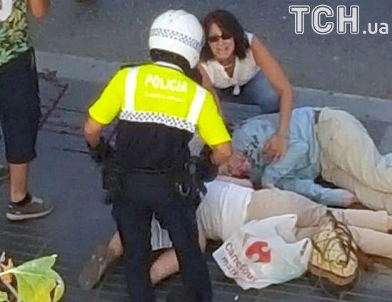 Тіла загиблих та кров на вулиці: у Мережі з'явилося фото жахливого теракту у Барселоні
