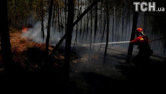 Унаслідок лісових пожежі в Португалії вогонь заблокував ціле село