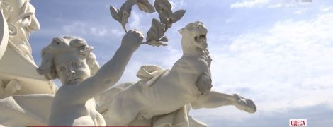 В Одессе неизвестные руферы сломали скульптуру на крыше оперного театра
