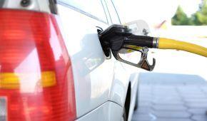 Скільки коштує заправити авто на АЗС. Середні ціни на 23 серпня