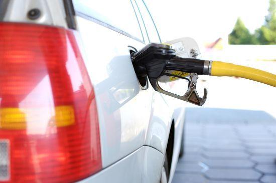 Скільки коштує заправити авто на АЗС. Середні ціни на 24 листопада