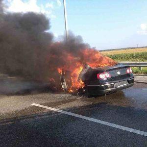 Под Киевом Volkswagen влетел под грузовик и вспыхнул, водитель сгорел заживо