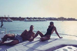 В бикини на яхте: Кортни Кардашьян поделилась снимками с отдыха в Египте
