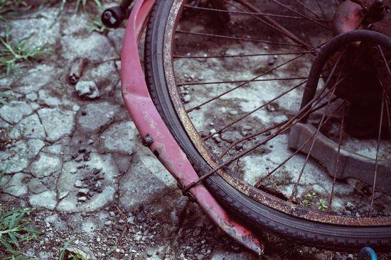 У центрі Чернігова водій тролейбуса на пішохідному переході збив двох дітей на велосипеді