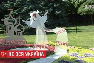 """На Співочому полі з квіткових композицій створили """"суперечливу"""" карту України"""