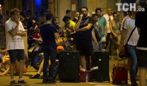 Напуганные туристы и десятки полицейских: Барселона приходит в себя после теракта