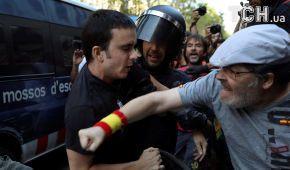 В Барселоне произошли столкновения между ультраправыми и контрдемонстрантами