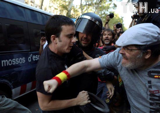 У Барселоні під час жалобної ходи відбулися сутички між ультраправими та контрдемонстрантами