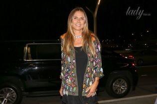 Хайди Клум в мини-платье блеснула загоревшими ногами