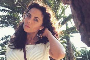 В шляпе и коротком платье: Настя Каменских продемонстрировала летний образ