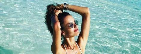 Не боится быть естественной: Алессандра Амбросио не бреет ноги на отдыхе