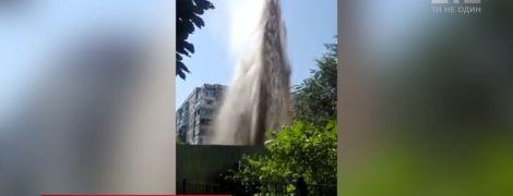 В Одессе ошибка строителей вызвала мощный фонтан из-под земли