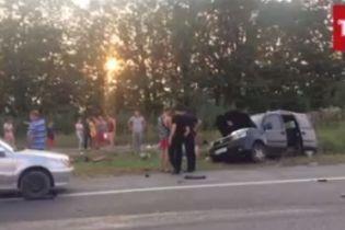 На Львівщині сталася моторошна потрійна аварія із жертвами