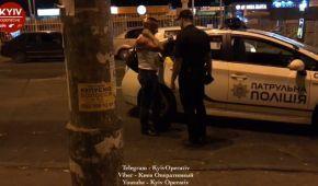П'яний пасажир ліз до водія в кабіну: поліція оприлюднила подробиці стрілянини в київському автобусі