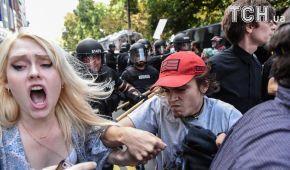 В Бостоне десятки тысяч людей вышли на протест против ультраправых, дошло до столкновений