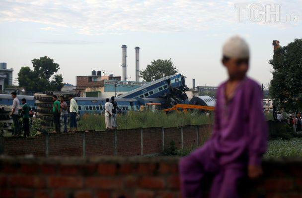 В Індії поїзд зійшов з рейок