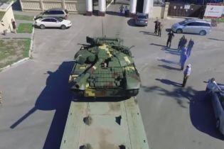 Порошенко похизувався модернізованим бойовим танком Т-72А