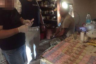 На Луганщині командир роти вимагав від підлеглих хабарі, у разі відмови відправляв на передову