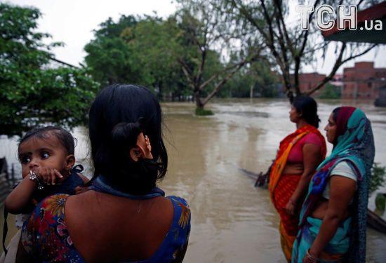 Потужні повені та зсуви ґрунту у Південній Азії забрали життя понад 700 осіб