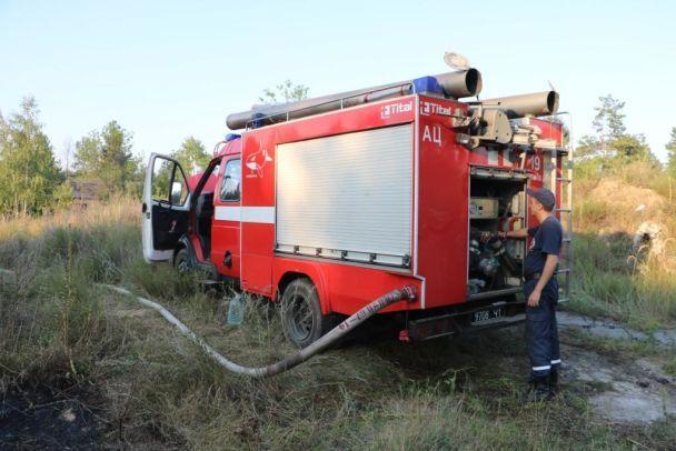 УКиєві загорілася трава наплощі близько 4 га