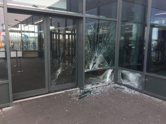В Ісландії машина в'їхала в аеропорт