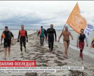 Сотни поляков отправились в марафон пляжем и водой, чтобы полакомиться соленой рыбой