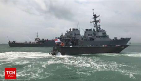 Американський військовий корабель зіткнувся із торговим судном неподалік Сінгапура