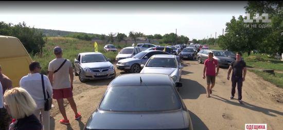 На Одещині обурені знищеними дорогами заблокували шлях між двома райцентрами