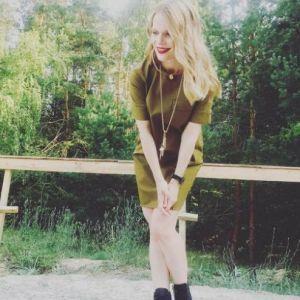 В мини-платье и грубых ботинках: Оля Фреймут продемонстрировала новый образ
