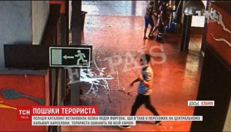 Чоловіка, який скоїв жорстокий наїзд у Барселоні, розшукують по всій Європі