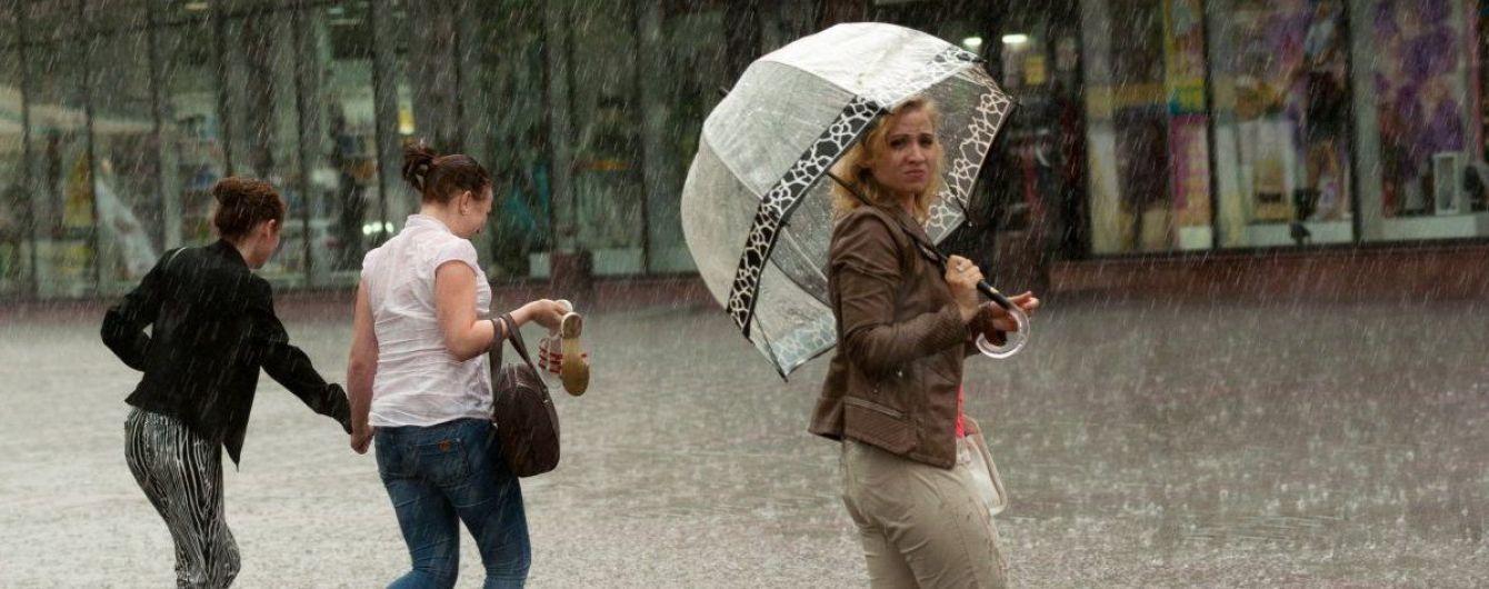Украину на выходных затянут холодные грозовые дожди. Интерактивные метеокарты