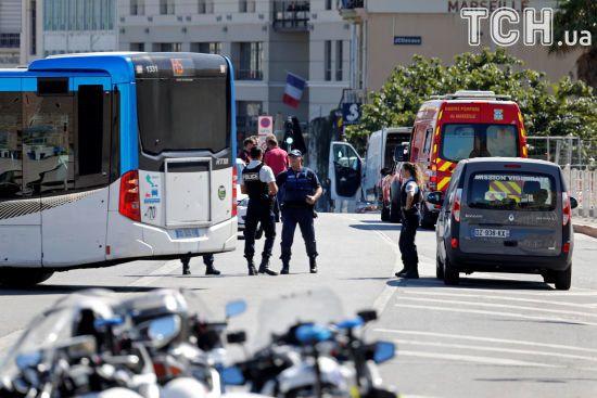 У Марселі водій влетів у дві автобусні зупинки, є загиблий