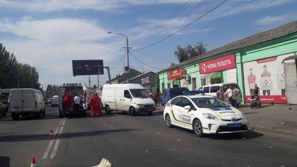 ВОдессе иностранная машина вылетела наобочину исбила 3-х пешеходов