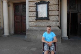 Ігор просить підтримати його у лікуванні ДЦП