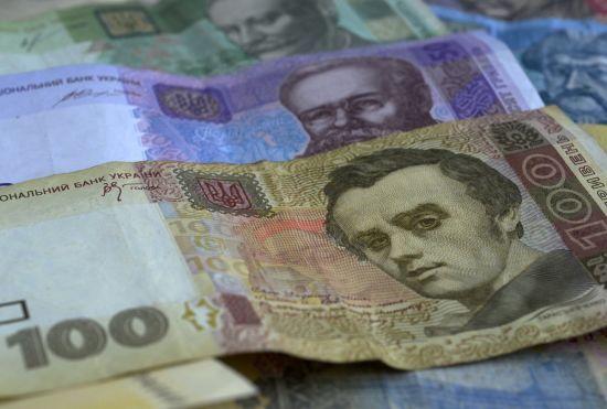 Страх або гіпноз: кияни слухняно віддають на вулицях гроші та золото зустрічній аферистці