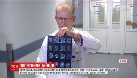 До лікарні Дніпра доправили двох поранених військових