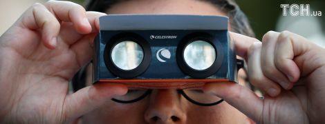 Вечірки та спеціальні окуляри: як в США спостерігають за великим американським затемненням Сонця