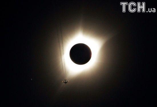 Повне сонячне затемненя в США: найкращі фото та відео