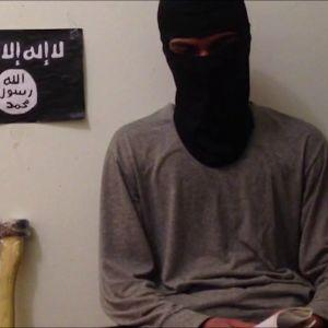 """Боевики """"ИГ"""" опубликовали """"посмертное"""" видео мужчины, устроившего резню в Сургуте"""