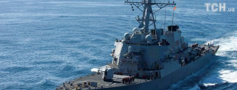 В США начали расследование столкновения эсминца с танкером близ Сингапура