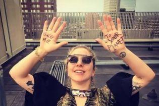 Заберіть мене на вашу планету: як Леді Гага, Мадонна та Шерон Стоун споглядали сонячне затемнення
