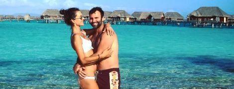 В новом бикини и объятиях мужа: Алессандра Амбросио наслаждается отдыхом на Бора-Бора